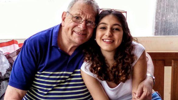 ¡Ay, no! Un abuelo con cáncer prometió a su nieta hacer hasta lo imposible por verla titulada