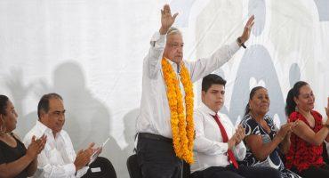 AMLO ofrece protección a quien dé información para resolver caso Ayotzinapa; familiares de Abarca le piden justicia