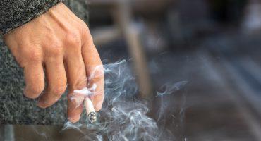 Plantean cárcel de 36 horas para quien fume cerca de las escuelas y hospitales