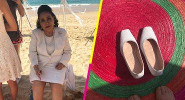 ¡Aiuda! A Carmelita Salinas le vendieron dos zapatos izquierdos y anda buscando el otro en internet