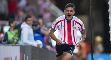 ¡Nuevo ídolo de Chivas! Alexis Vega se come solito al Atlas con un hat-trick