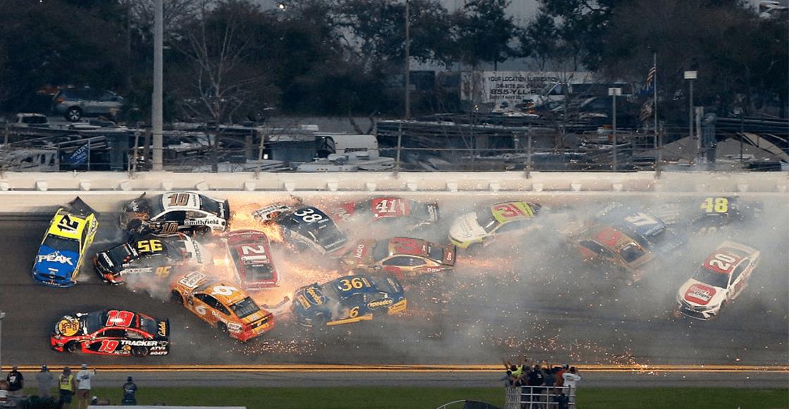 Mexicano involucrado en la espectacular carambola de 22 autos en las 500 millas de Daytona