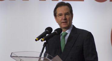 Esteban Moctezuma acepta que debe materias de la carrera de Derecho...