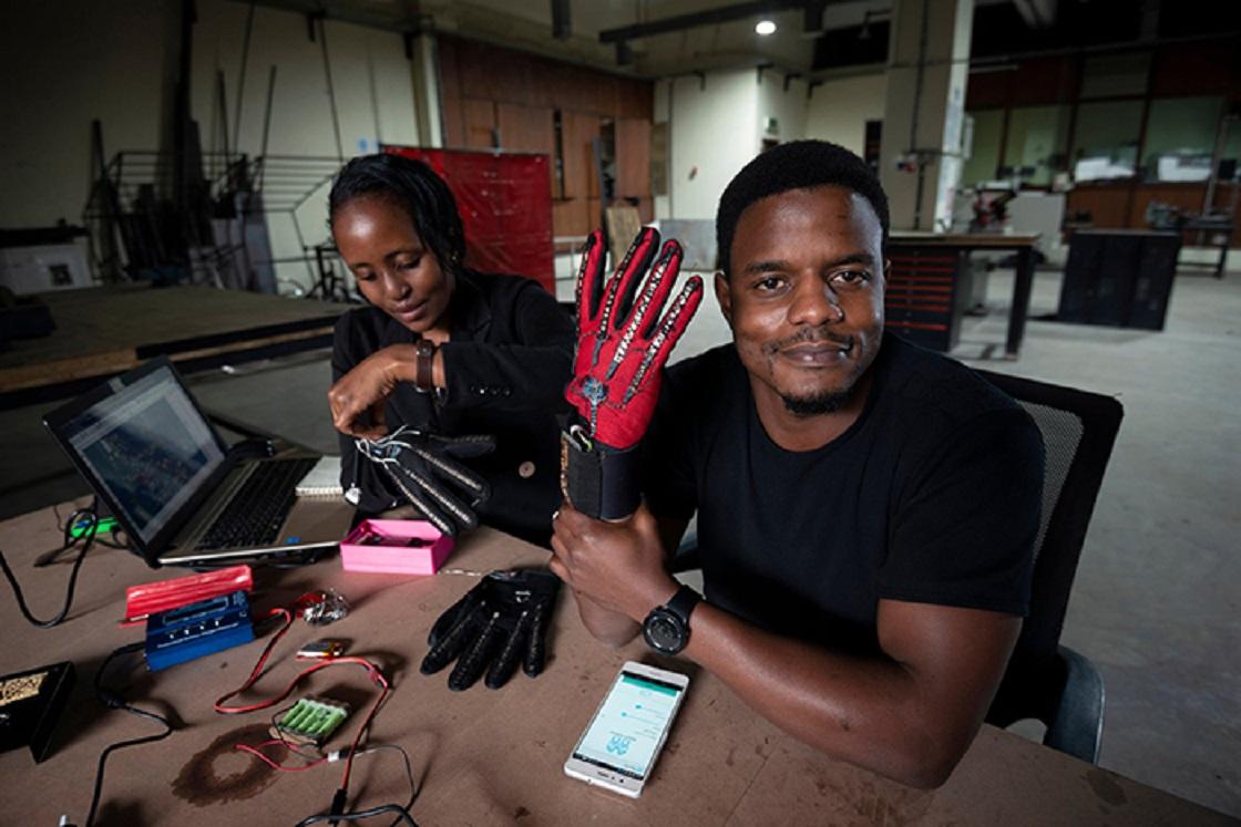 Guantes que traducen el lenguaje de señas