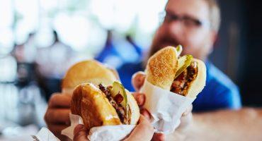 Prioridades: Mujer pide el divorcio a su esposo por olvidar traerle su hamburguesa