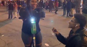 ¿Forever alone? Este chico le pidió matrimonio a una desconocida...¡y dijo que sí!