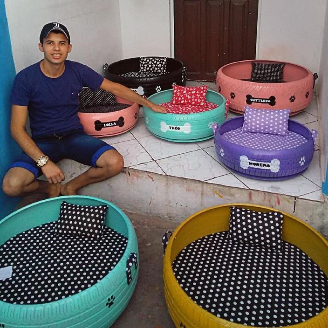 Artista que convierte llantas usadas en camas para animalitos