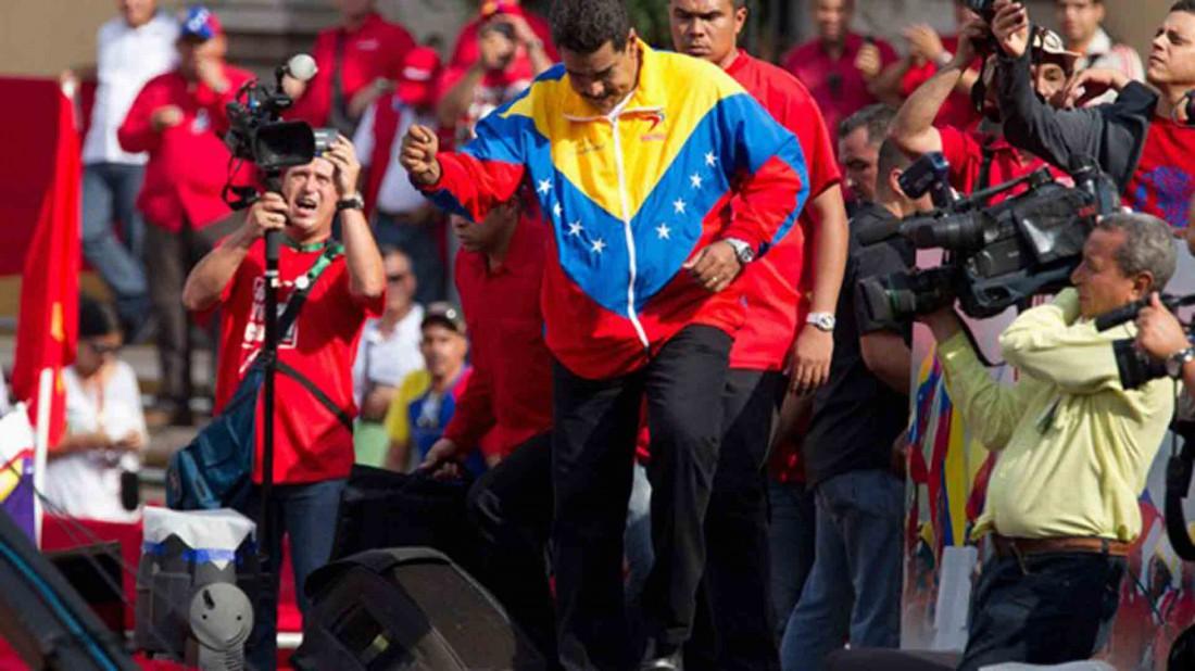 Nicolás Maduro bailando