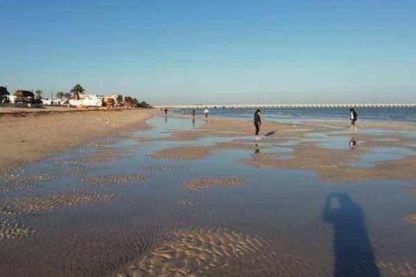 Se aleja el mar también en las playas de Veracruz