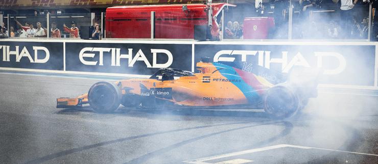 Reportan tres heridos durante un incendio en el garage de la escudería McLaren
