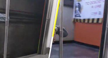 Captan trayecto de un vagón del metro con las puertas abiertas 😱