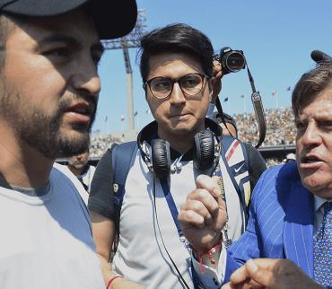 Miguel Herrera encara a fotógrafo después de la derrota contra Pumas