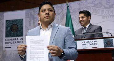 ¡Fuga! Renuncia coordinador de bancada del PRD, Ricardo Gallardo, junto con otros ocho diputados