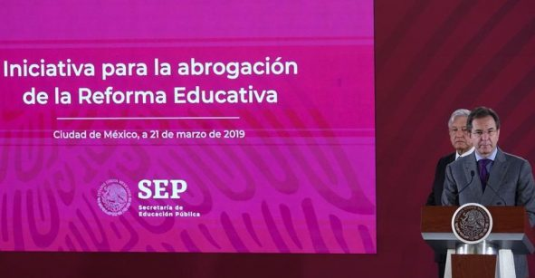 AMLO refrenda abrogación de reforma educativa; no hay razón para plantón de la CNTE en Congreso, considera
