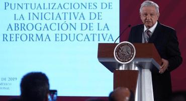 Ahorita no, joven: AMLO dice que no es 'indispensable' evaluar a los maestros