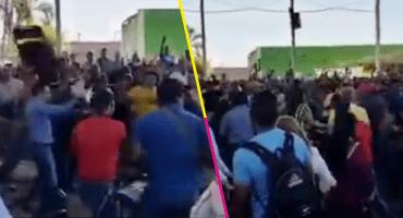 ¡Con todo! Maestros de la CNTE se agarran a sillazos en una asamblea, en Michoacán