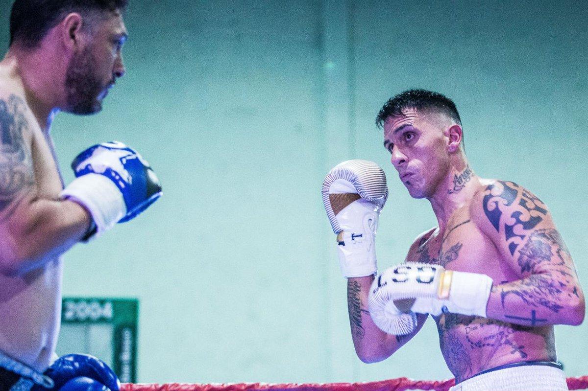 Exportero de Boca Juniors cambió de guantes y debutó con un KO como boxeador