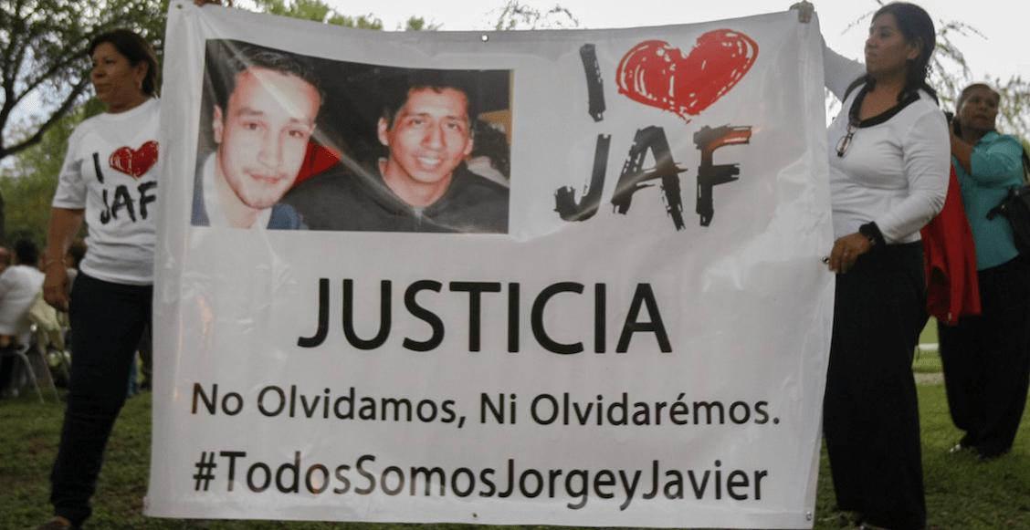 Estudiantes del Tecnológico de Monterrey así como familiares de los estudiantes asesinados durante una balacera entre el ejército y narcotraficantes en las afueras de la universidad hace 4 años, realizaron un memorial en una plaza pública en donde dieron pronunciamientos de paz y justicia