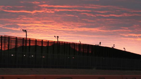 Y en los planes de Trump, el Pentágono autoriza mil mdd para construcción del muro