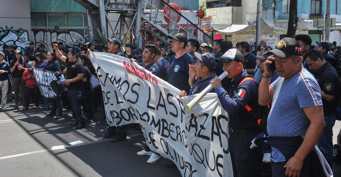 Bomberos exigen pago de salarios con bloqueo en calzada San Antonio Abad, Tlalpan
