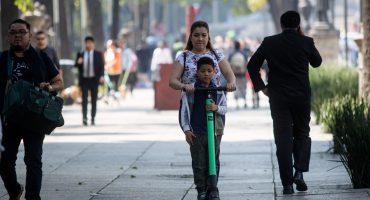 Modificaciones al Reglamento de Tránsito de la CDMX dan vía libre en banquetas a bicis y scooters