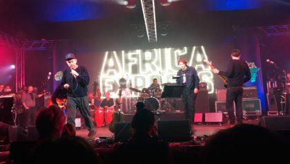¡Mira la aparición sorpresa de Blur en el show de Africa Express!