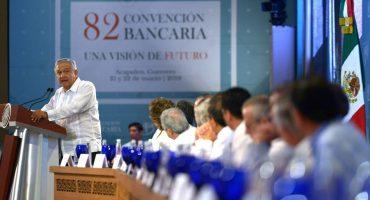 AMLO pide a bancos que le bajen a sus comisiones mediante la competencia