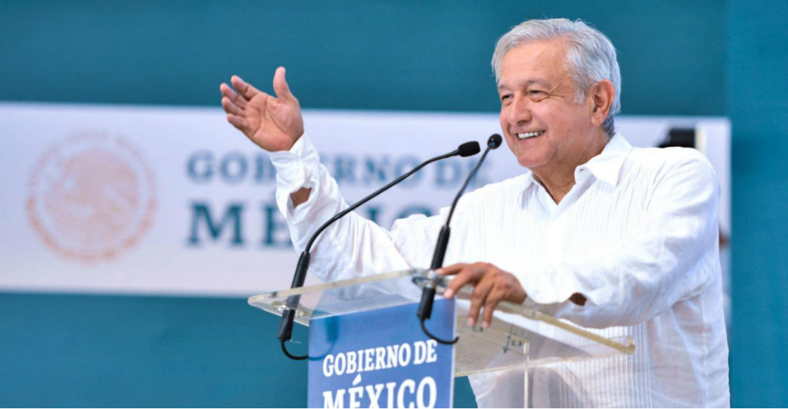 """""""Levanten la mano los que piensan que le debo contestar a Trump"""": AMLO en Poza Rica"""