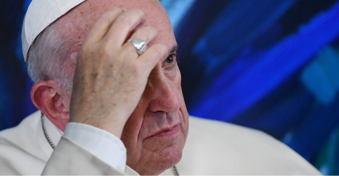 """El Papa Francisco no quería que besaran el anillo episcopal por """"higiene"""""""