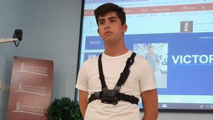 Joven mexicano gana festival internacional para emprendedores con su arnés para invidentes