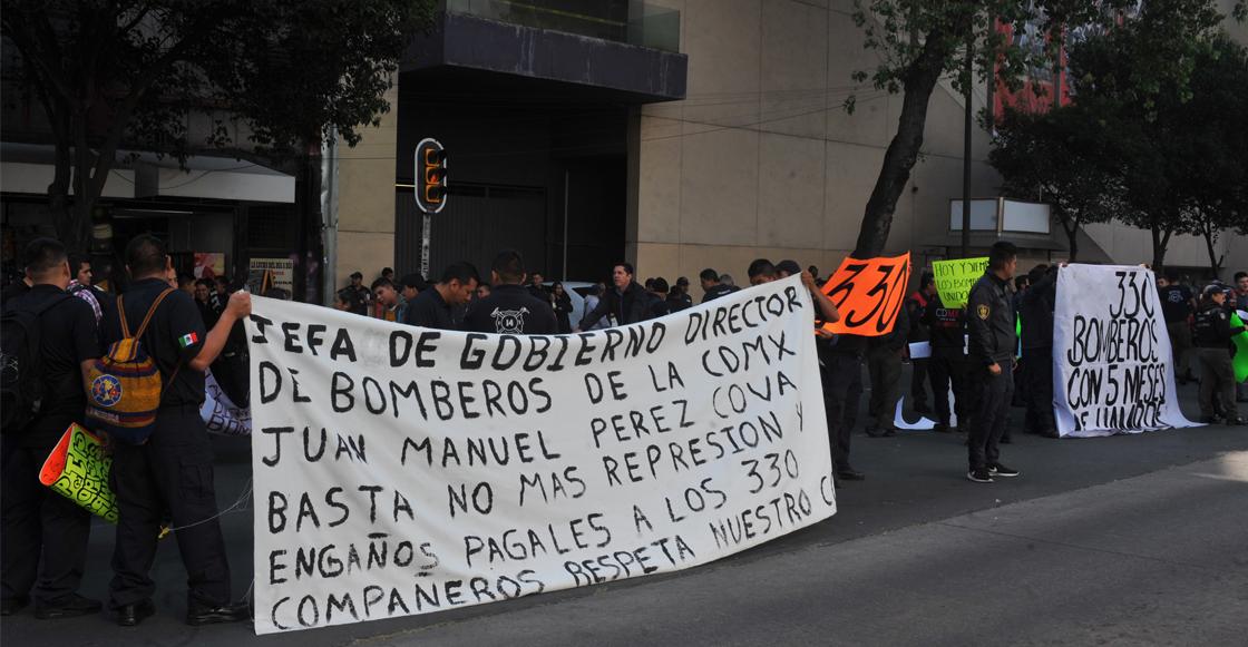 Bomberos de la CDMX mantienen bloqueos en Av. Insurgentes para exigir pagos