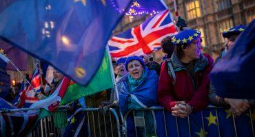 Parlamento británico rechaza segundo referéndum pero aprueba aplazar el Brexit