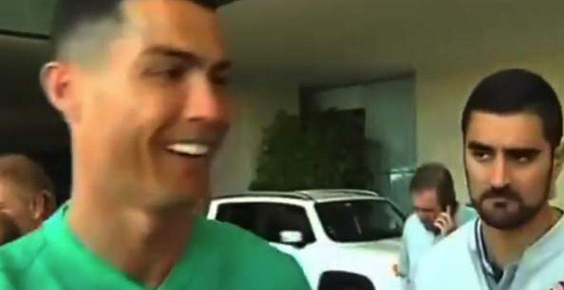"""La épica reacción de Cristiano al firmar una playera del Madrid: """"¿No tienes la de la Juventus?"""""""