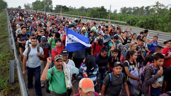 Nueva caravana migrante se dirige rumbo a Estados Unidos; siguen en Chiapas