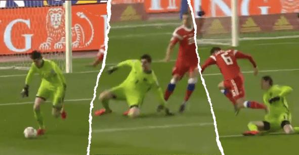 Courtois quiso jugar con los pies, se tropezó y cometió un 'Hugo González' con Bélgica