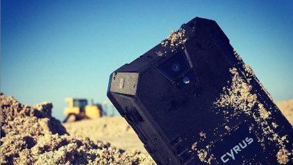 Cyrus, el smarthphone sumergible que aguanta caídas hasta de 2 metros