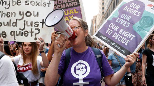 ¿Sabes por qué las mujeres usan el color violeta en el Día Internacional de la Mujer?