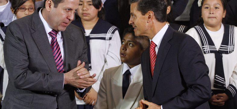 TOLUCA, ESTADO DE MÉXICO, 22AGOSTO2016.- El gobernador Eruviel Ávila y el presidente Enrique Peña Nieto, encabezaron la ceremonia por el inicio del nuevo ciclo escolar 2016-2017, en la escuela primaria Profesora Eudoxia Calderón Gómez.
