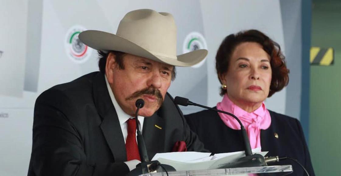 """""""Parecen retrasados mentales"""", dice senadora Eva Galaz a periodistas"""