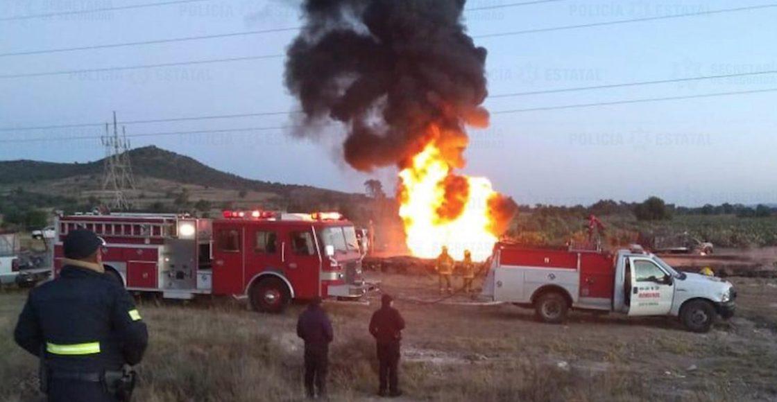 Durante la madrugada, una toma clandestina se incendió en Axapusco, Edomex