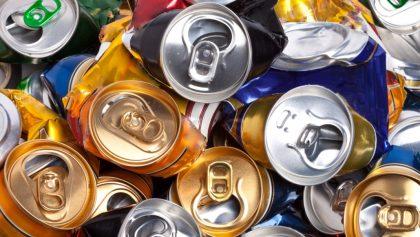 Esta es la razón por la que no deberías aplastar las latas de aluminio antes de tirarlas a la basura