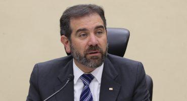 Lorenzo Córdova, del INE, se ampara ante la baja de sueldos