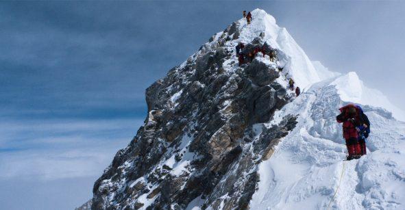 Hielo se derrite en Monte Everest y deja al descubierto cadáveres de montañistas