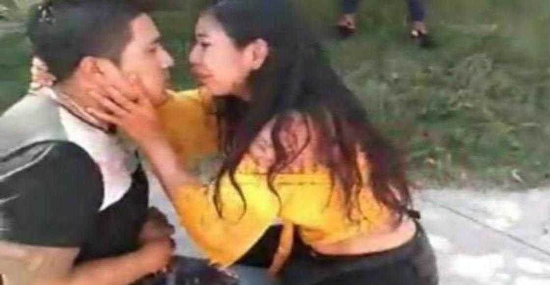 Mujer apuñala a su novio y le pide perdón con besos y abrazos