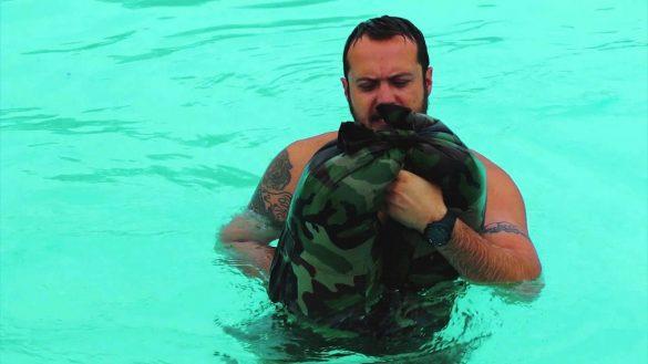 Navy Seals usan pantalones como salvavidas