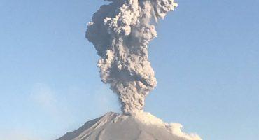 Y en la imagen del día... Popocatépetl registra actividad y emite enorme fumarola
