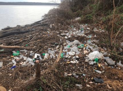 Retos que SÍ importan: La gente está recogiendo su basura gracias al 'Trashtag Challenge'