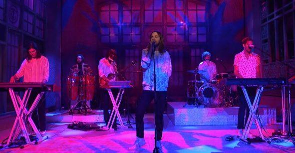 Premio doble: Tame Impala interpreta dos nuevas canciones en Saturday Night Live