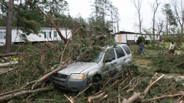 En imágenes: Tornado azota Alabama, en Estados Unidos, y deja al menos 23 muertos