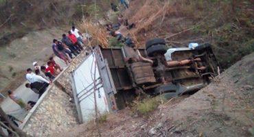 Chiapas: vuelca camión con más de 50 migrantes centroamericanos, mueren 25